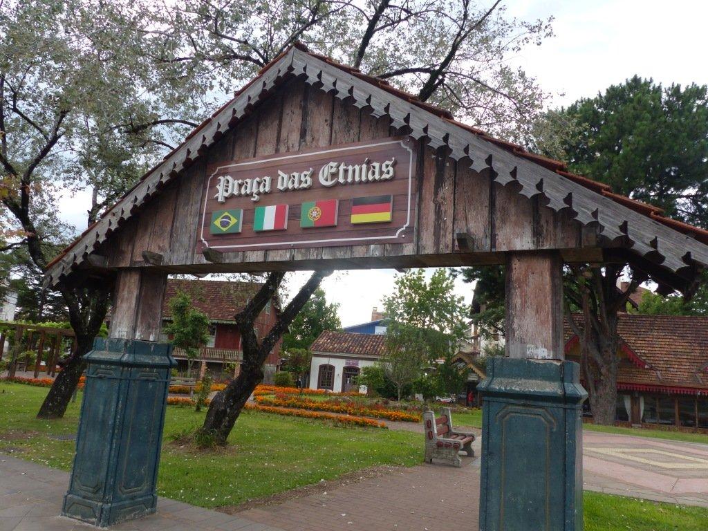 Praça das Etnias, Gramado