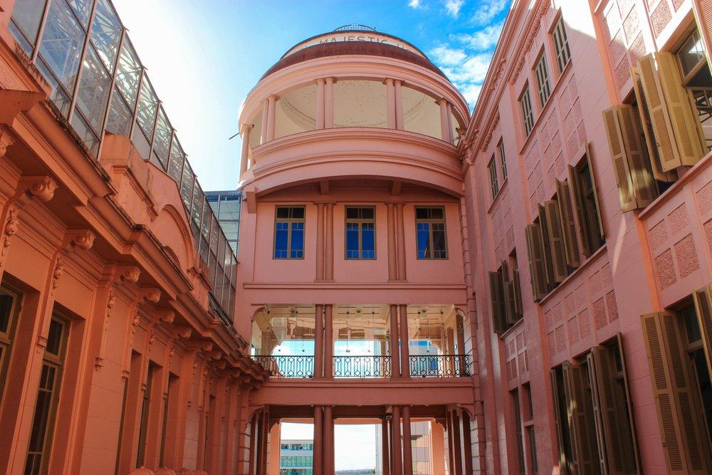 Parte da imponente Casa de Cultura Mario Quintana, em Porto Alegre   Crédito editorial: L_emerim/Shutterstock.com