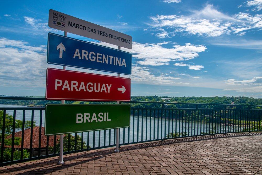 Tá a fim de ver onde Argentina, Paraguai e Brasil se encontram? Pois então vá para o Marco das Três Fronteiras, em Foz do Iguaçu   Crédito: Shutterstock