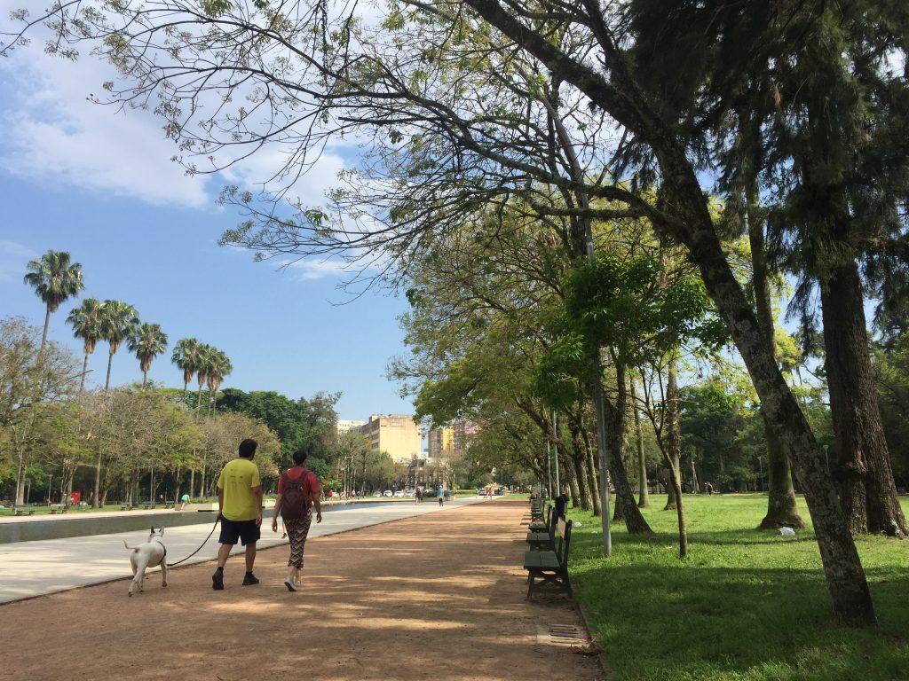 Para curtir sossego e tranquilidade, a dica é ir até o Parque Farroupilha, em Porto Alegre   Crédito editorial: Cedro Imagens/Shutterstock.com