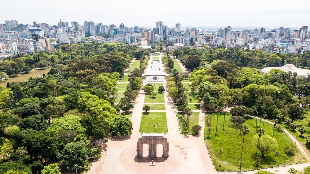 Vista aérea parcial de Porto Alegre, no Rio Grande do Sul   Crédito: Shutterstock